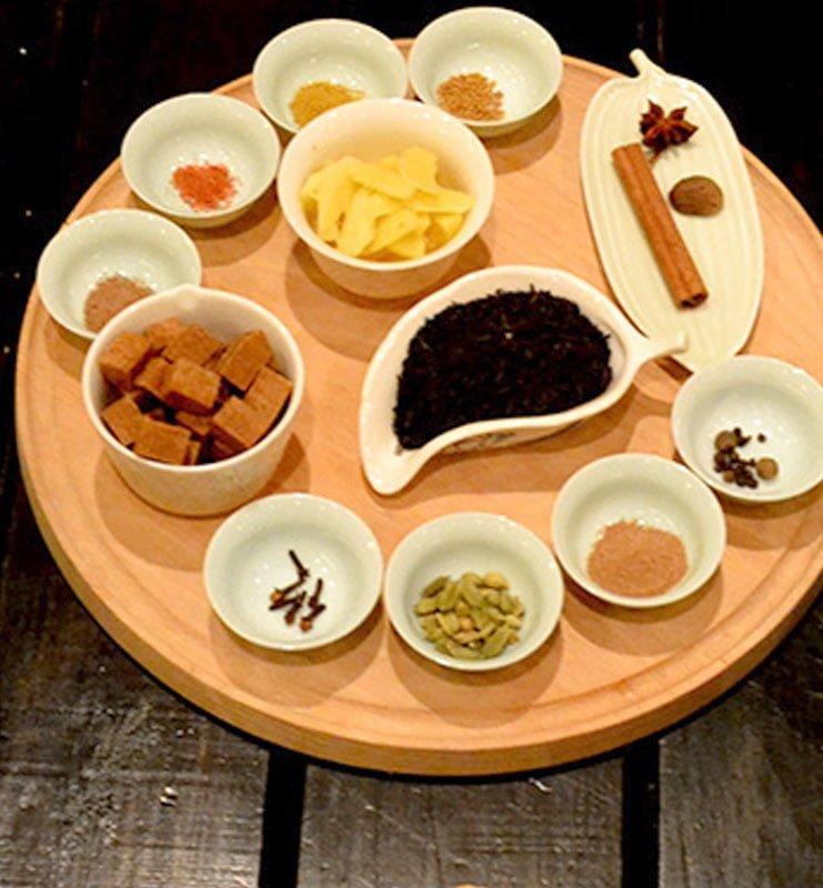 Масала-чай зі спеціями на молоці за індійським рецептом