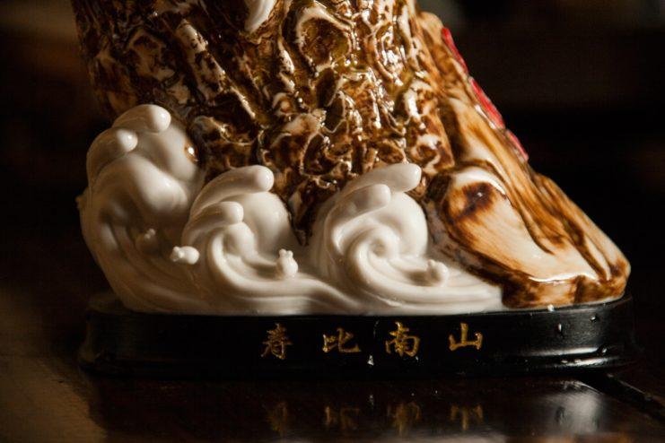 Статуэтка фарфоровая «Лао Цзы на облаках»