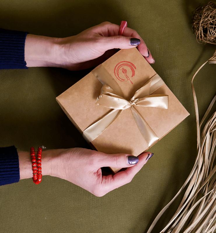 Крафтовая картонная подарочная коробочка