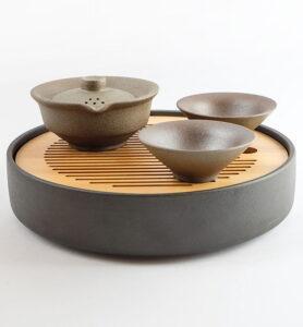 Чайный сервиз в японском стиле с двумя пиалами темный