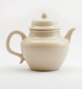 Белый фарфоровый чайник , 175 мл